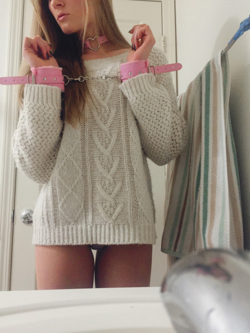 fxckmeharder: Cozy and cuffed ? LiveXXX webcams girls cam girl tumblr nxov9mog991tdtyf9o3 500 webcam chat girls