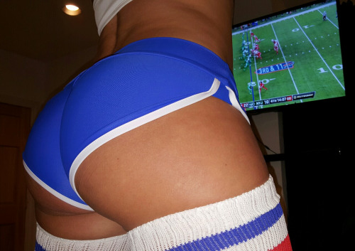 sandyc4fun: Watching the Buffalo Bills vs. The Jets. LiveXXX webcams girls tumblr nxqj5tLZJq1tmgbmzo1 500