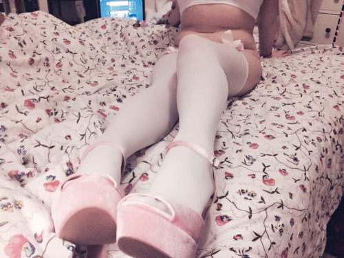shibari bun: Pink velvet heels ?? [don't delete or self... LiveXXX webcams girls cam girl tumblr o20yc9dCaY1qio004o2 500 webcam chat girls