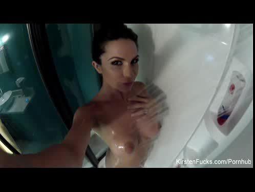 Sexy MILF Kirsten takes a shower